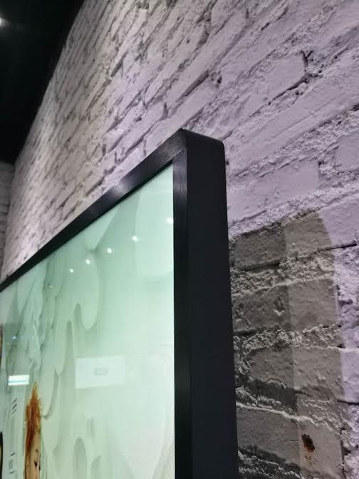 tivi cường lực treo tường